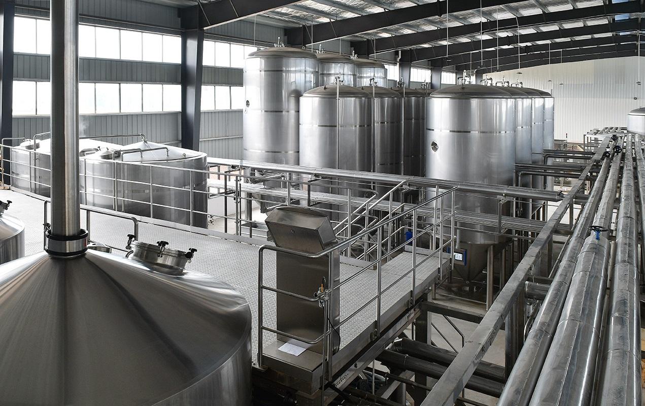 fermentation-tanks-panda-brewery-lehui