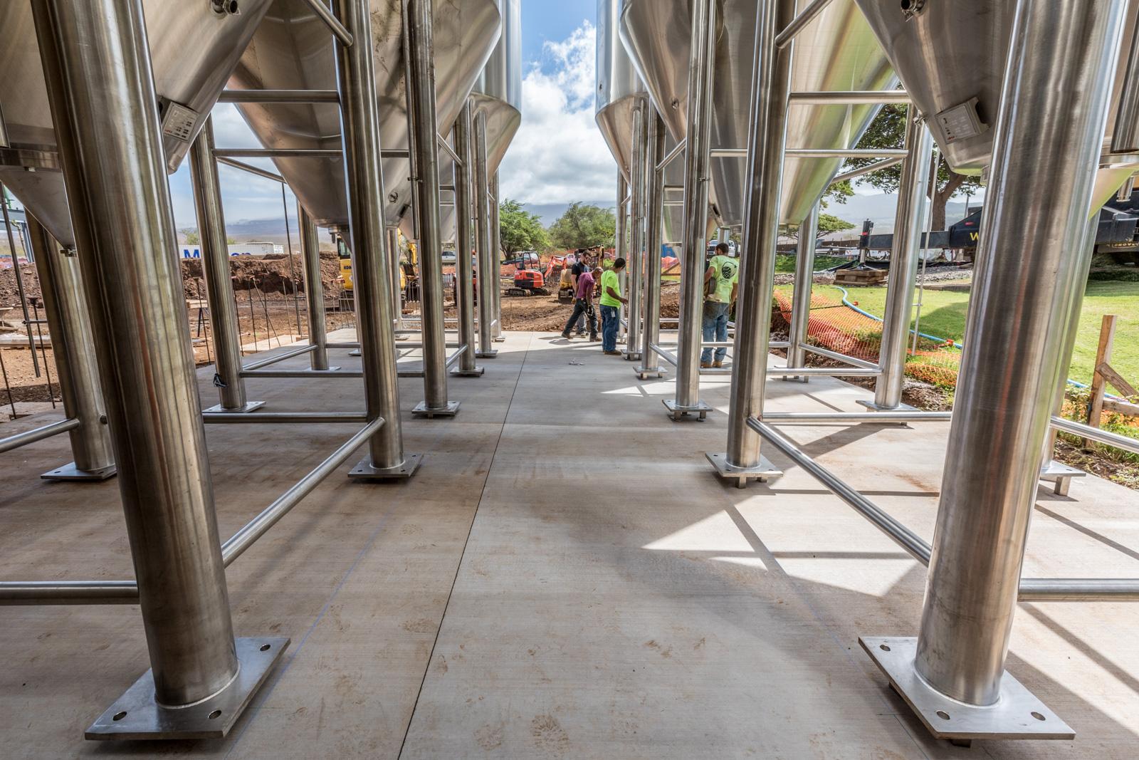 250 BBL Fermentation Tank Installation at Maui Brewing Co